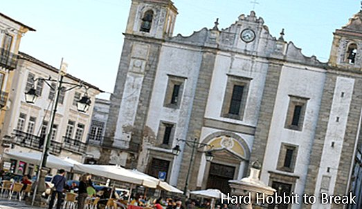 Évora, the Portuguese city of the three walls
