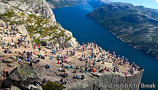 A Spanish dies when falling from the famous pulpit of the Norwegian fjords