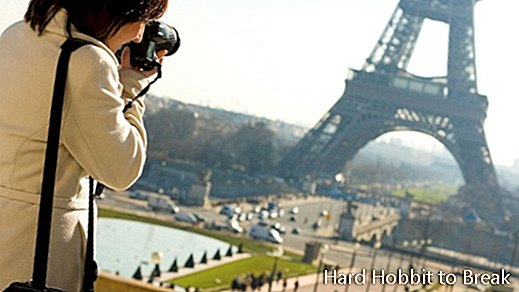woman-photographing-the-Eiffel-Tower